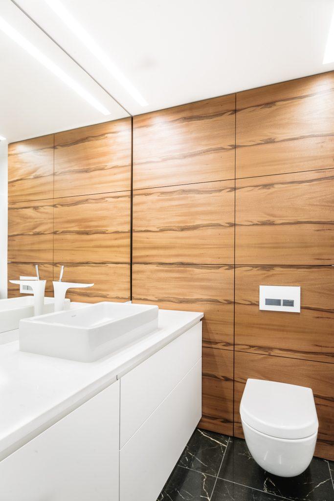 łazienka fornir orzechowy